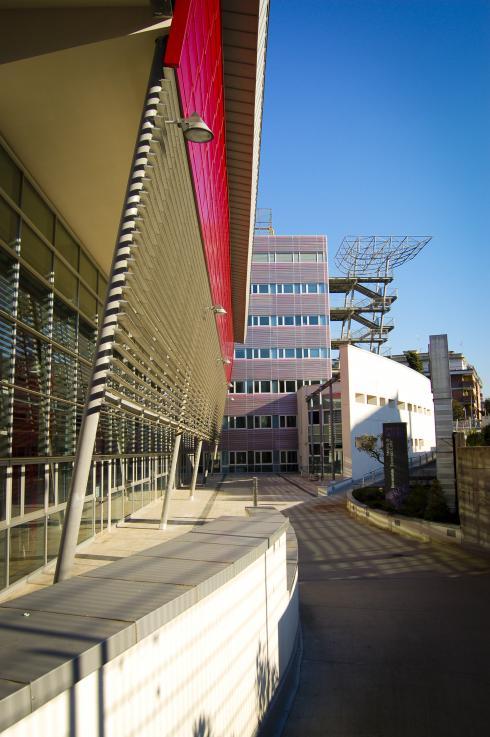 la facciata della biblioteca